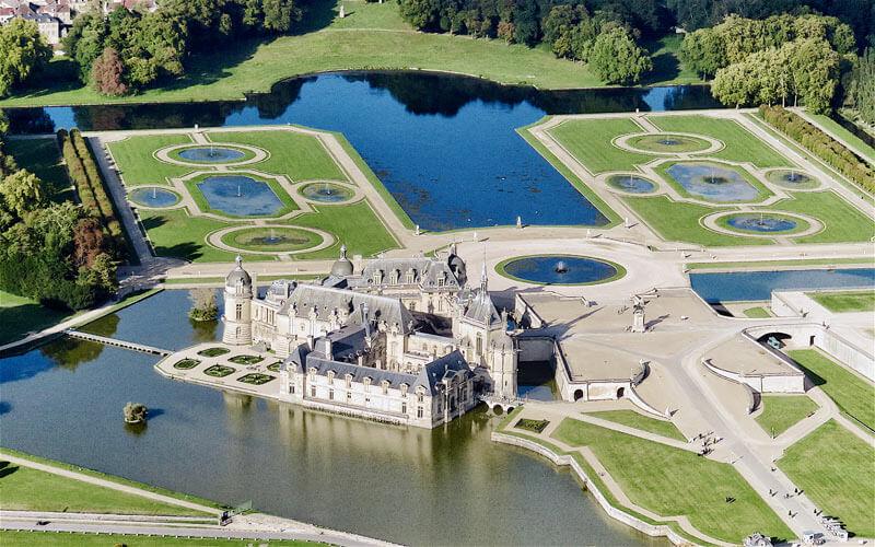 vol au dessus du château de Chantilly